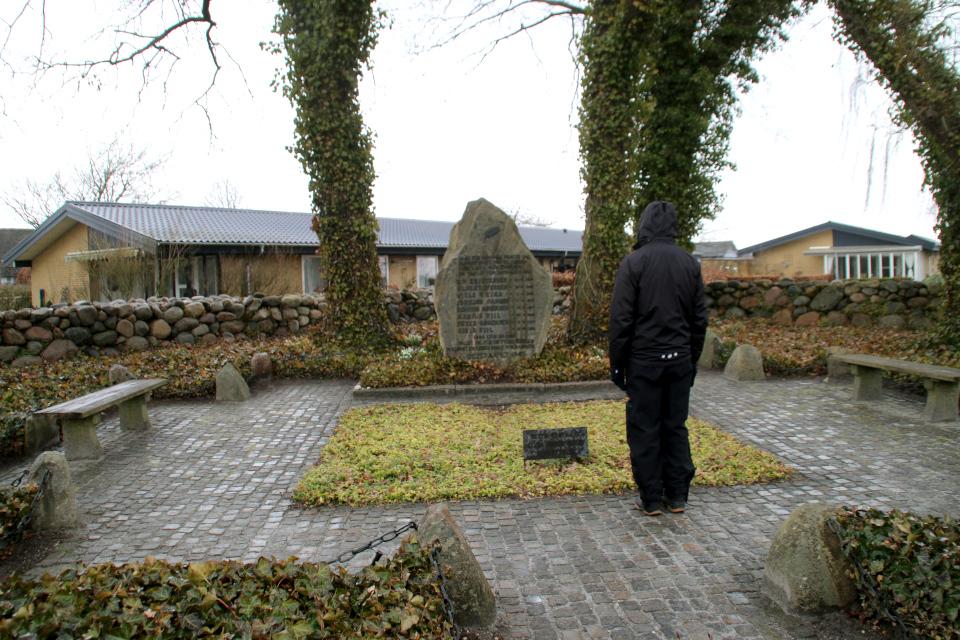 Мемориальный комплекс членам группы Видстен в Спендступ. Фото 28 мар. 2021