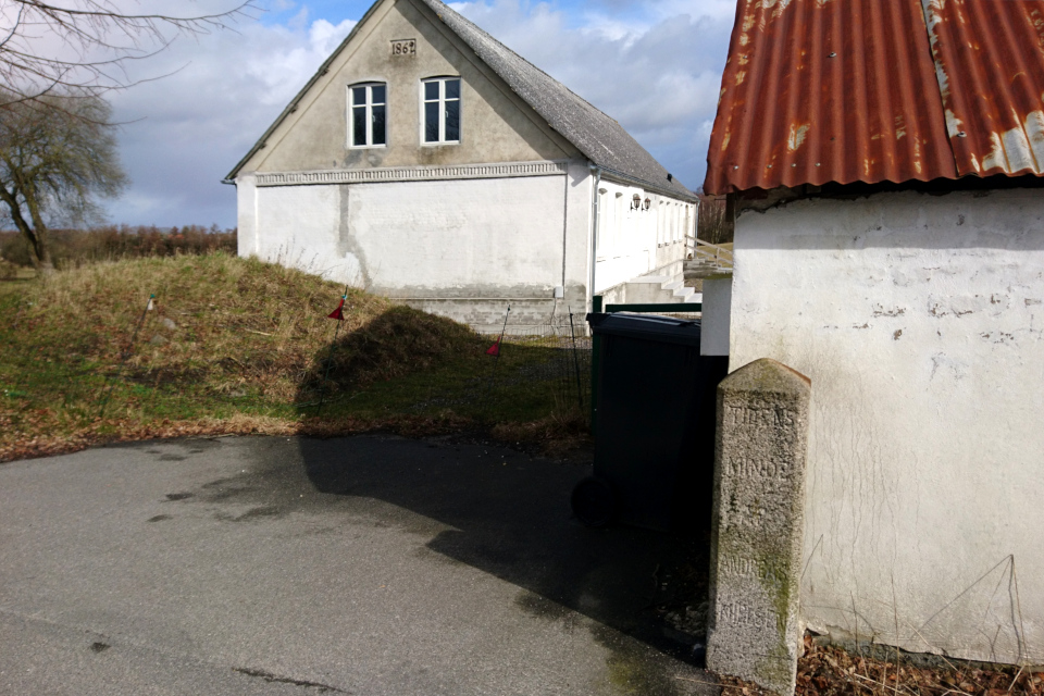 Памятный камень, ферма Ольструп, Дания. 14 мар. 2021