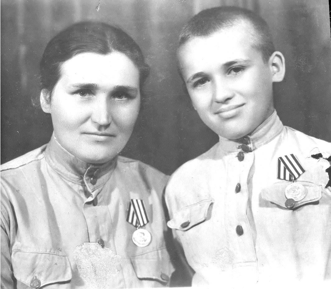 Папа-сын полка - Бурмистров Геннадий Федорович