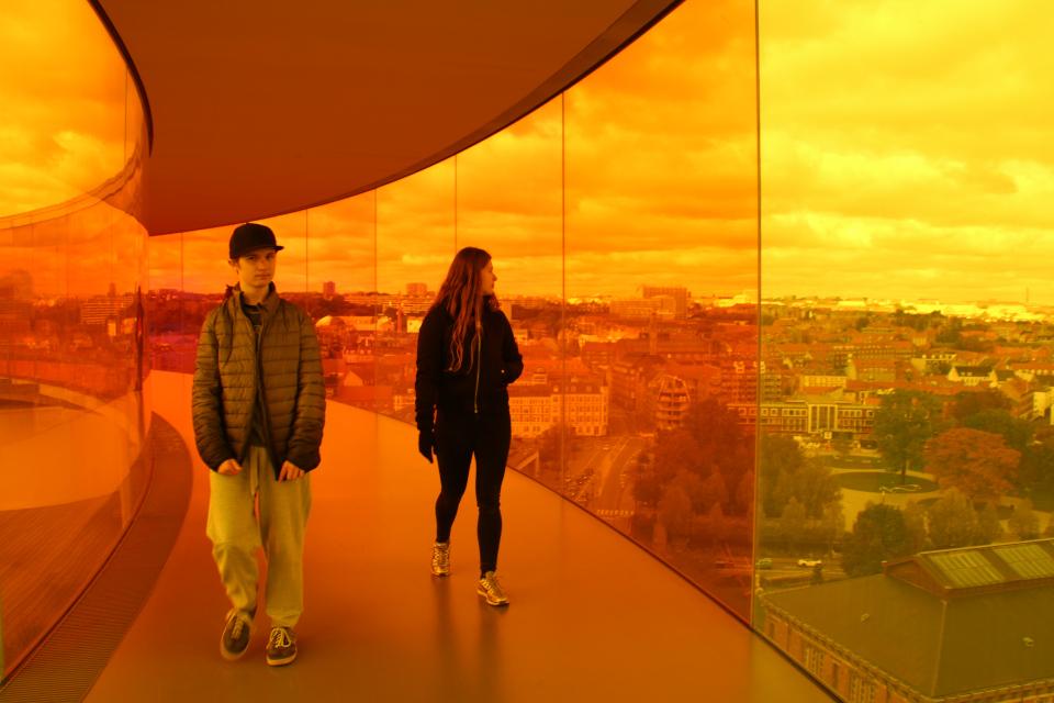 Парк и здание бывшей библиотеки (внизу справа). Фото 9 окт. 2019, радужная панорама музея Арос, г. Орхус, Дания