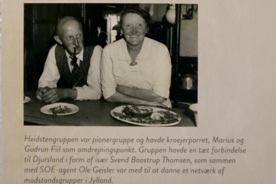Мариус и Гудрун Фииль (Marius Gudrun Fiil). Фото на выставке оккупации Дании в музее г. Грено, Дания. Фото 2 сент. 2020