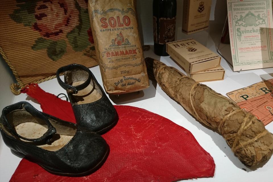 Табак, туфли из рыбы кожи. Выставка оккупации Дании в музее Рандерс, 25 июл. 2019