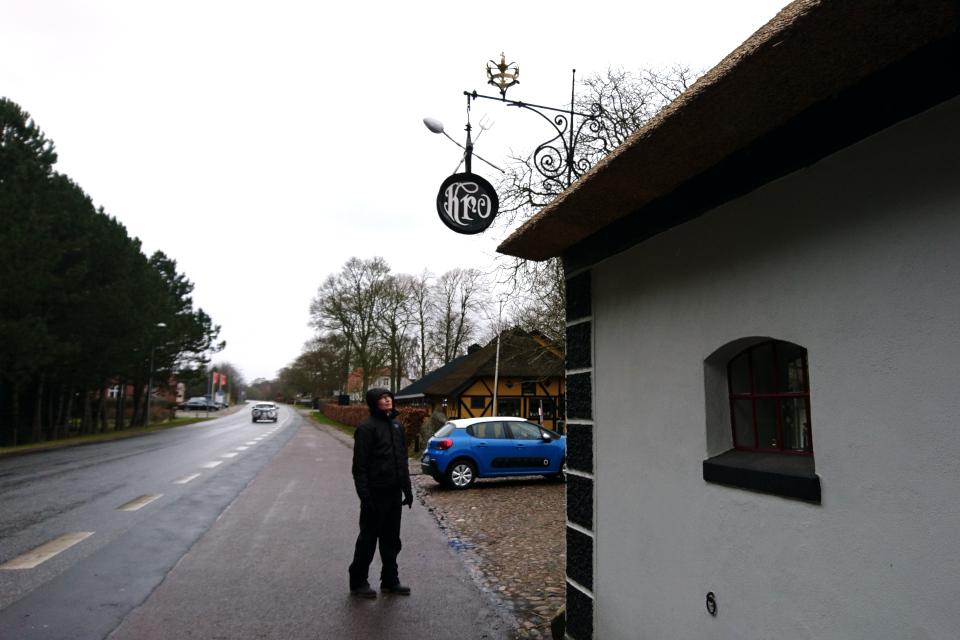 Улица возле постоялого двора, ведущая к мемориальному комплексу. Видстен. Дания. Фото 28 мар. 2021