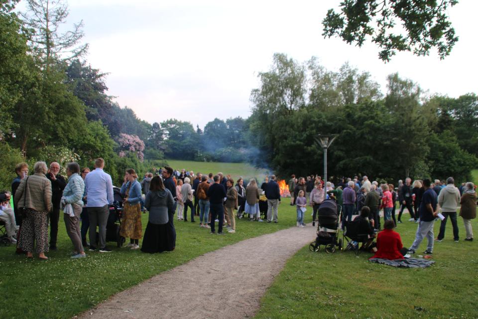 Костер. День святого Ханса в Холме, Дания. Sankt Hans i Holme. 23 июн. 2021