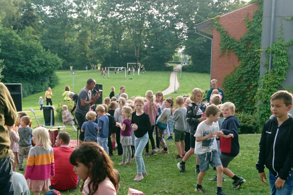 День святого Ханса в Холме, Дания. Sørens Safari Show, Sankt Hans i Holme. 23 июн. 2021