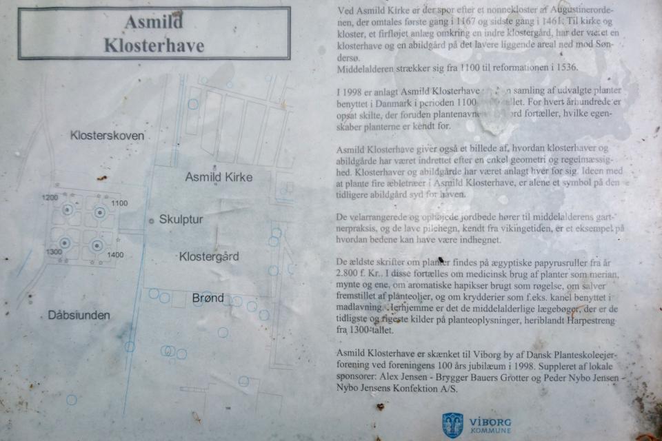 Информационная табличка с планом монастырского сада Асмильд. Фото 2 июн. 2021, г. Виборг, Дания
