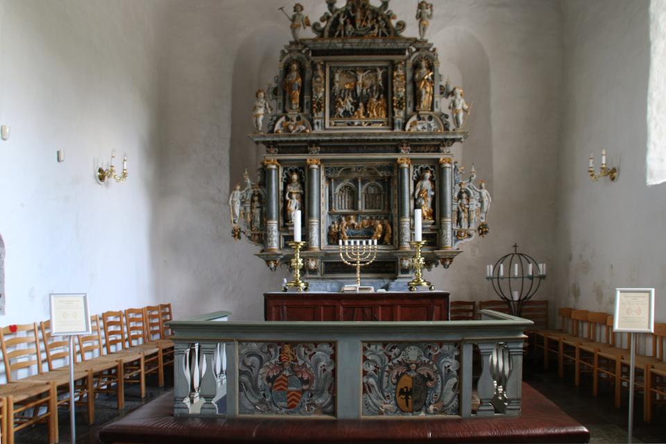 Алтарь церкви Асмильд, Виборг, Дания. Фото 2 июн. 2021