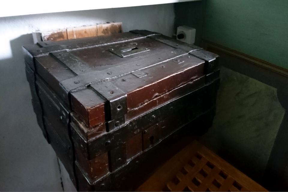 Ящик для сбора пожертвований. Фото 2 июн. 2021, церковь Асмильд, Виборг, Дания