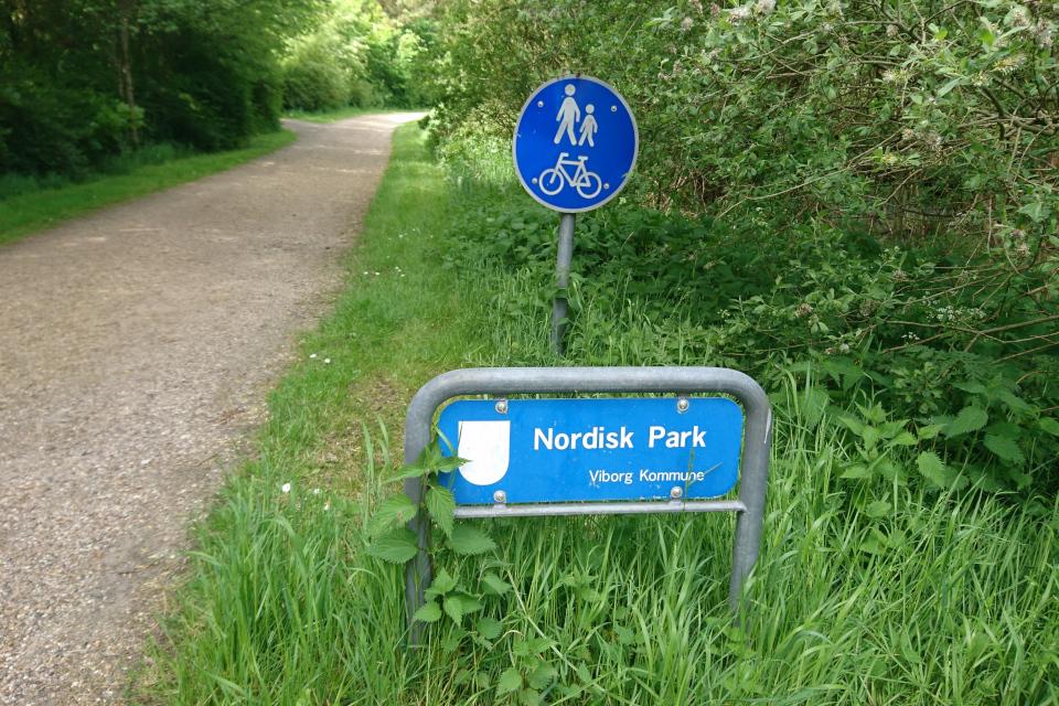 Скандинавский парк возле монастырского сада Асмильд, г. Виборг, Дания. Фото 2 июн. 2021