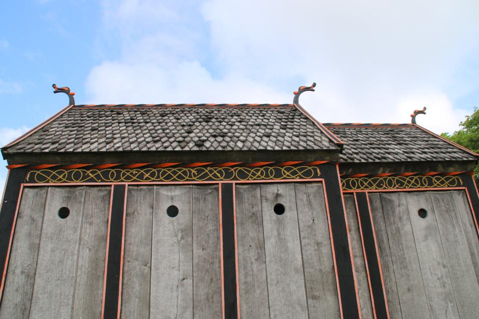 Крыша с деревянной черепицей. Церковь викингов Хёрнинг. Фото 2 июл. 2021, г. Орхус, Дания