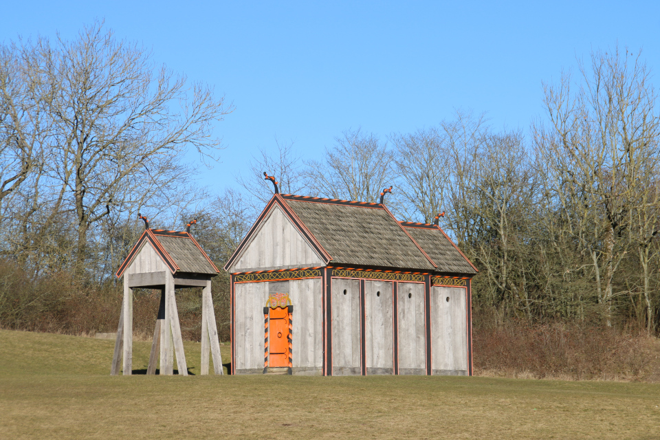 Деревянная церковь викингов Хёрнинг возле музея Мосгорд, г. Орхус, Дания . Фото 4 мар. 2021