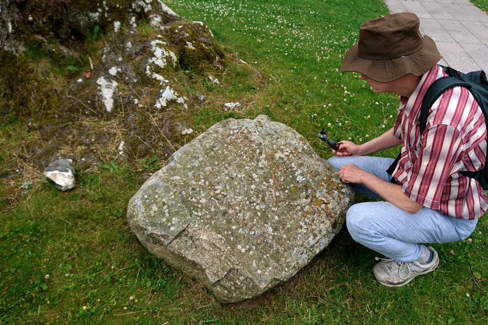 Камень с рунами. Мосгорд (Moesgaard), Дания. Фото 2 июл. 2021