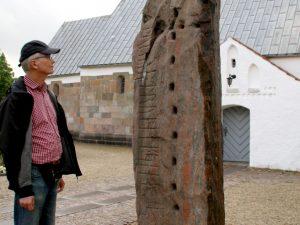 Рунный камень церкви Лэборг