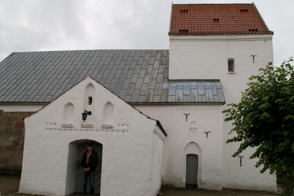 Церковь Лэборг (Læborg Kirke), Дания. Фото 28 июля 2021