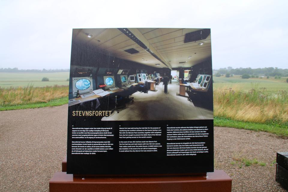 Подземная крепость Стевнсфорт (Stevnsfortet) на плакате музея круговой крепости викингов Боргринг, Леллинге / Кёге, Дания. Фото 10 июл. 2021