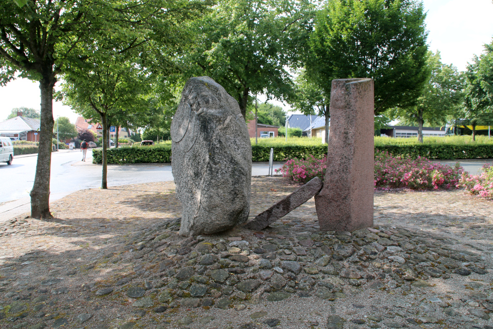 Памятник Хэрвайн (Hærvejen), музей г. Бэкке, Дания. Фото 28 июл. 2021