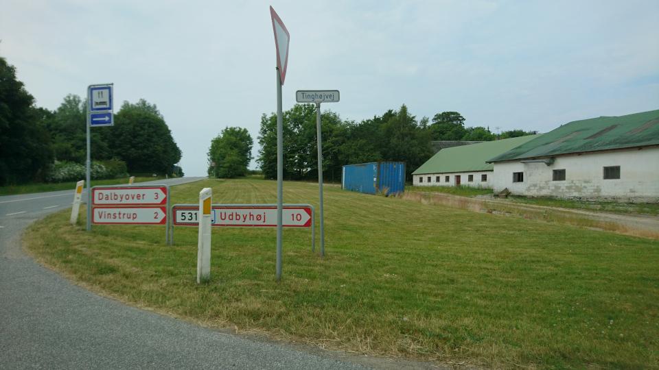 Tinghøj, Dalbyover, Vinstrup. Муниципалитет Рандерс, дорога к Удбюхой, Дания. Фото 28 июля 2021