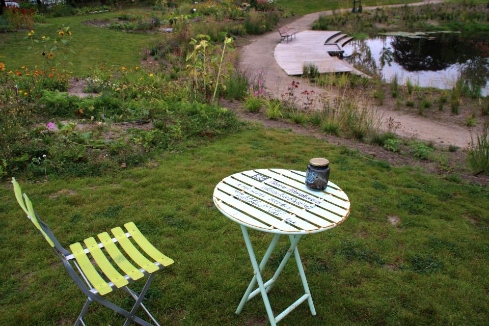 Стол. Городские огороды. Дождевой парк Спарк (Spark rain park, Marselisborg center), Орхус, Дания. Фото 2 сент. 2021
