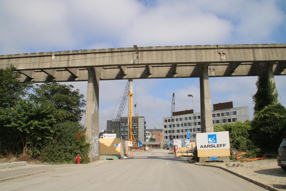 Угольный мост в Орхусе. Южный порт Орхус, Дания. Фото 2 сент. 2021