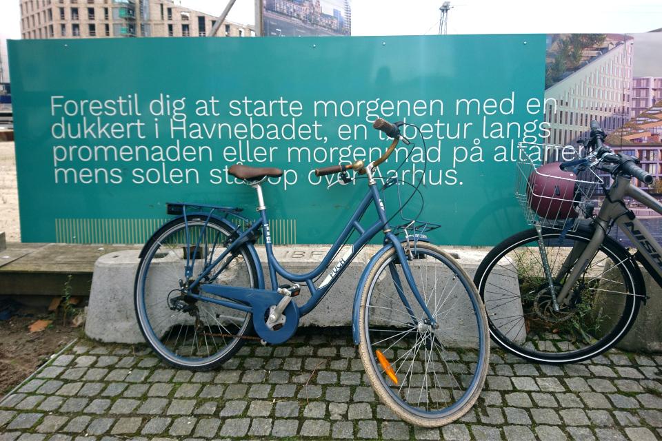 Реклама. Дом с зеленой крышей. Орхус Доклендс (Aarhus Ø), Дания 29 сентября 2021