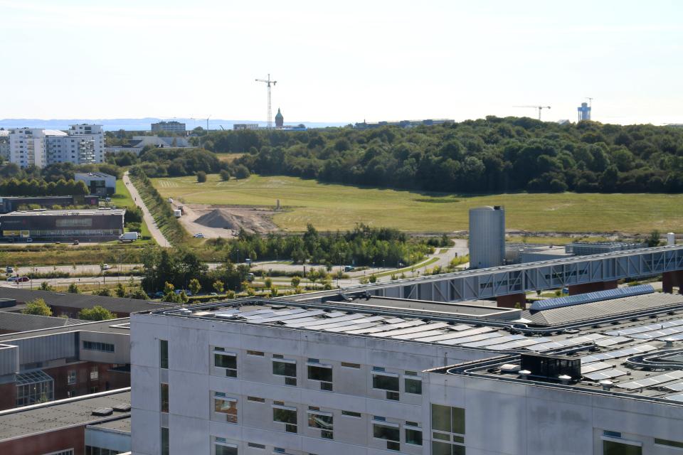 Водонапорная башня Рандерсвай. Вид на Орхус. Форум - день открытых дверей (Forum - Åbent Hospital), Университетская больница Орхус, Дания. Фото 5 сент. 2021