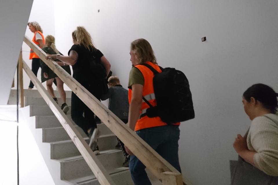 Лестница. Форум - день открытых дверей (Forum - Åbent Hospital), Университетская больница Орхус, Дания. Фото 5 сент. 2021