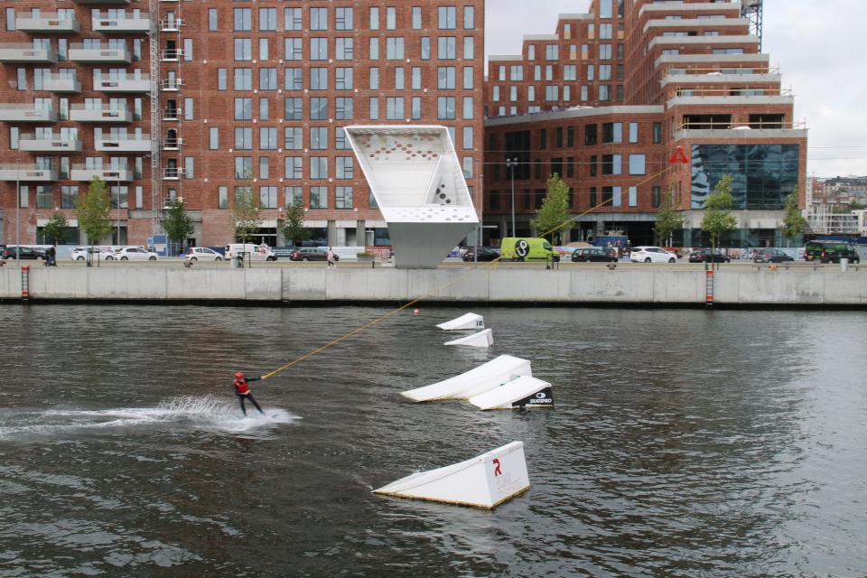 Nikolinehus. Вейкборд. Bassin 7. Орхус Доклендс (Aarhus Ø), Дания 29 сентября 2021