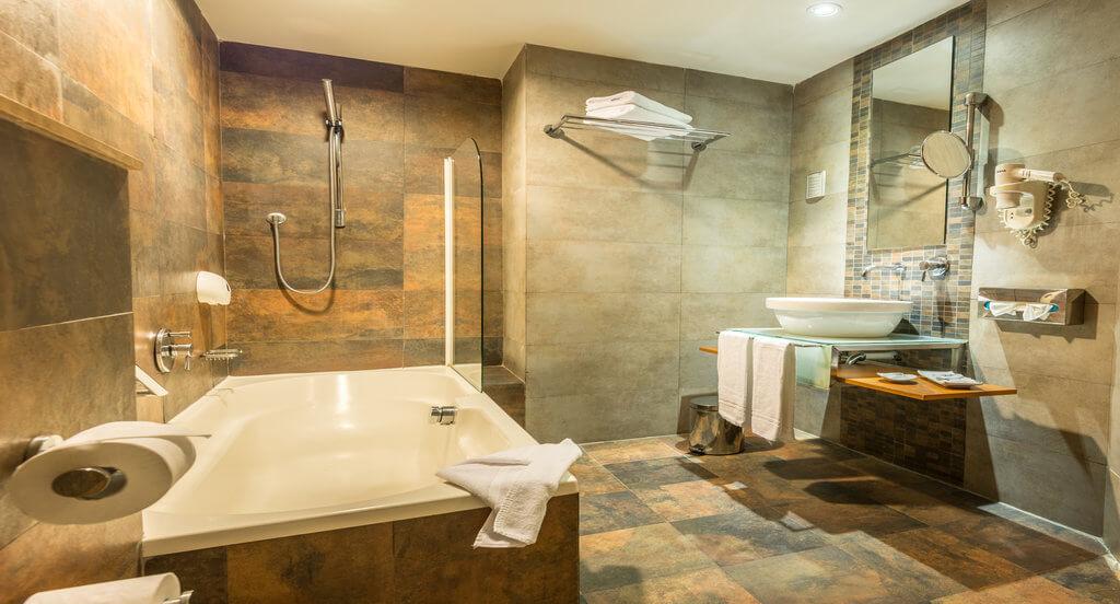 Zimmer mit Spa-Badewanne