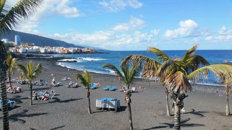 Strand vor dem 3* Aparthotel Tropical
