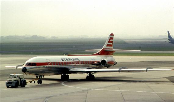Det smukke fly bliver taxiet i Københavns Lufthavn Kastrup i juli 1971