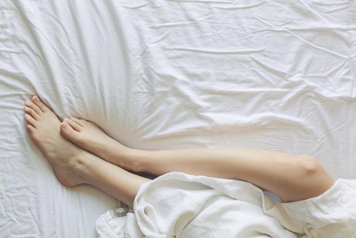 Fødder i seng