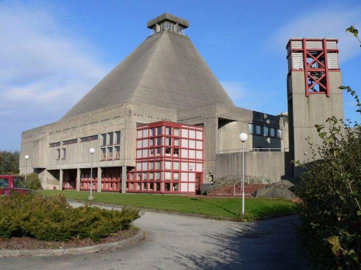 Gudstjeneste fra Rossabø kirke på TV-Haugaland.