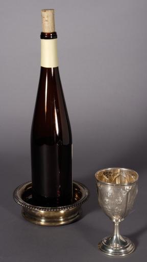 vinflaska och silber