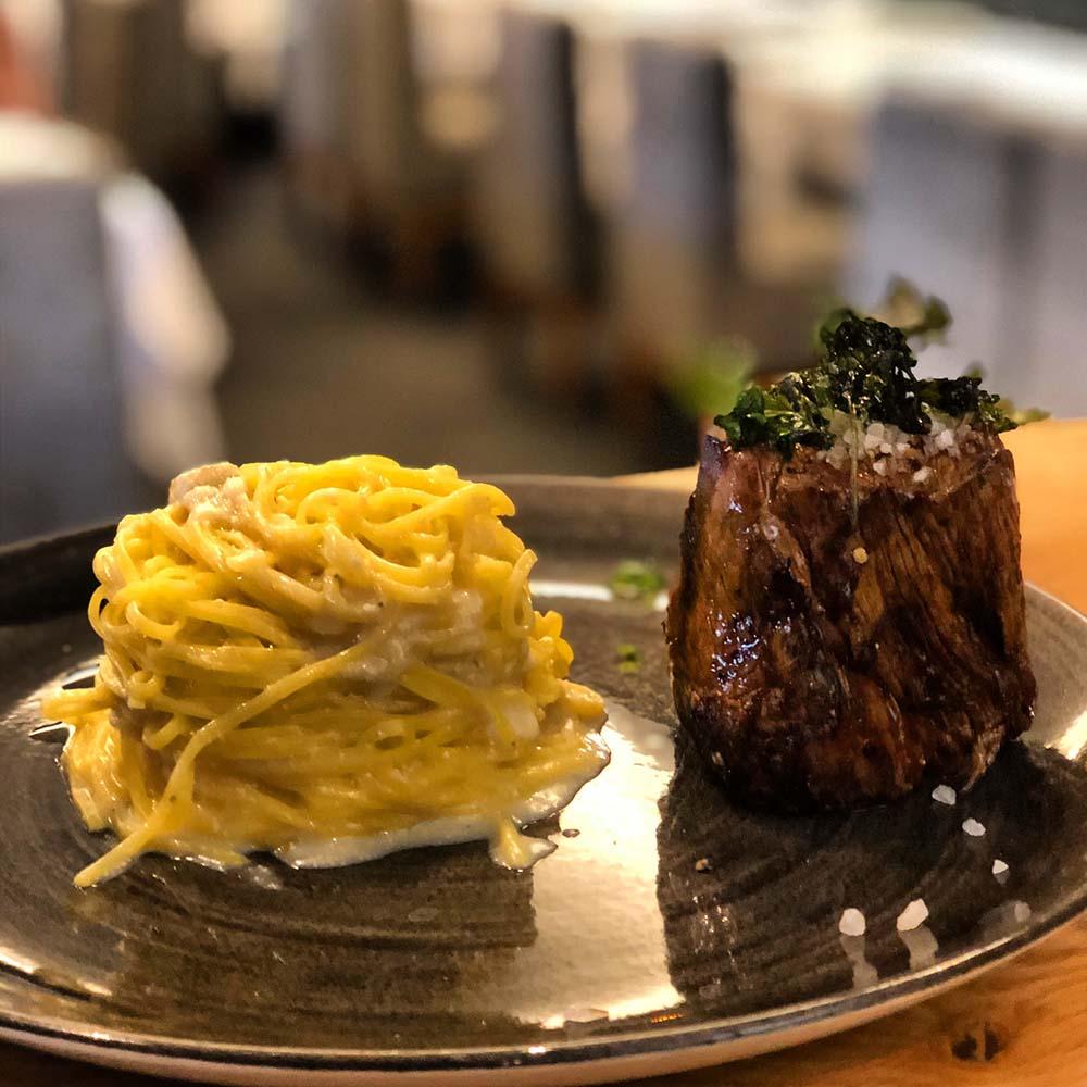 Fleischgericht im Restaurant Belucci, Food Fellas