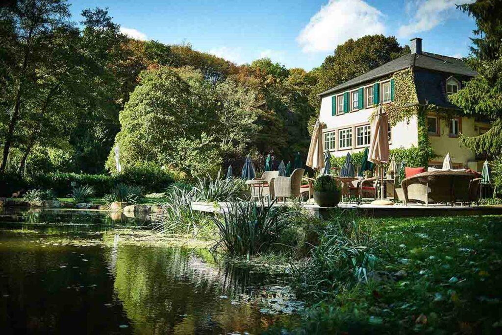 Rüssels Landhaus am See in Naurath Wald