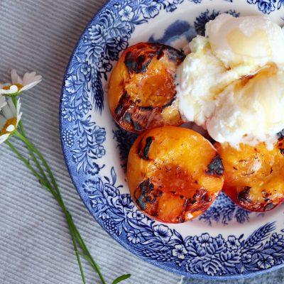 Grillade persikor