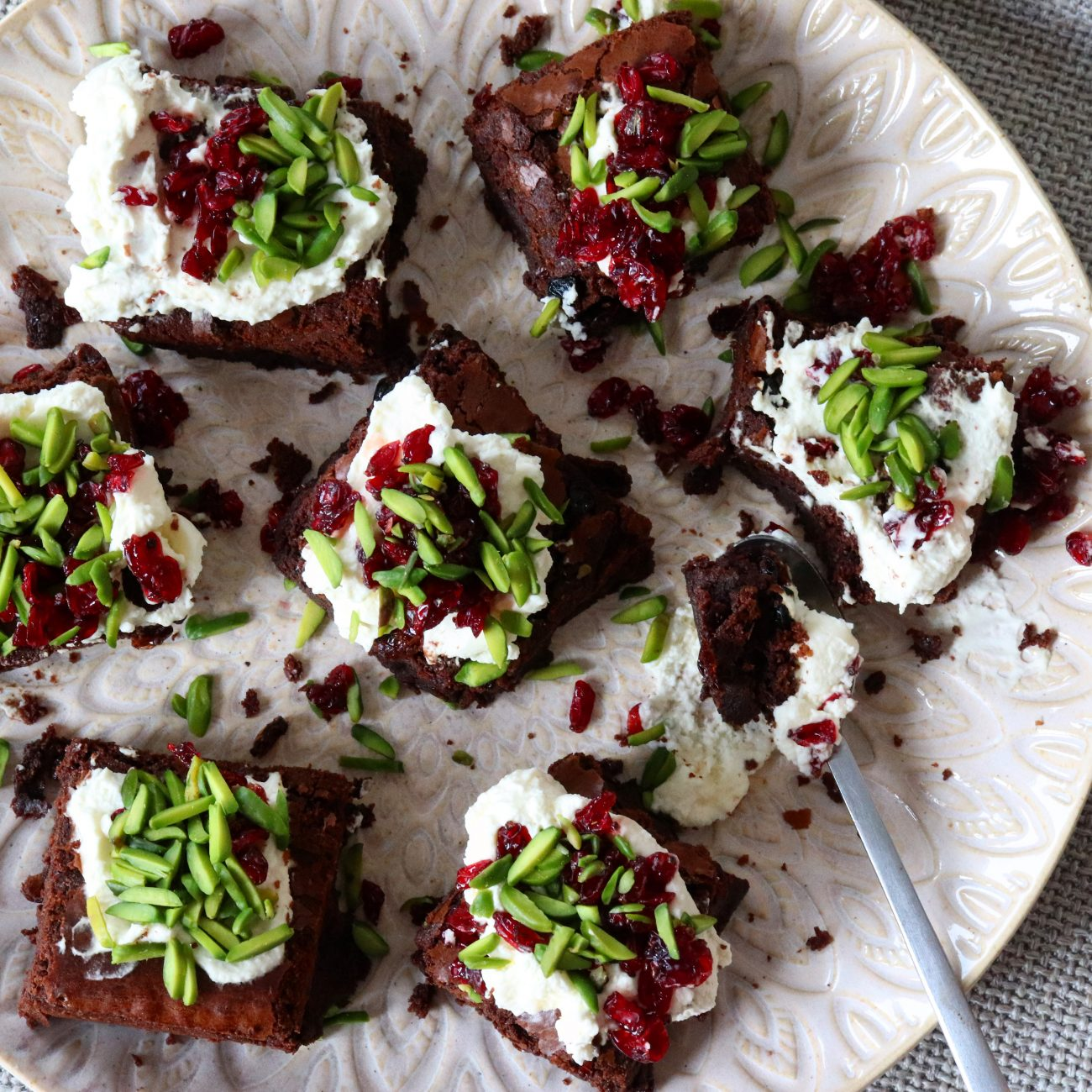 Fudge brownies med syrliga bär