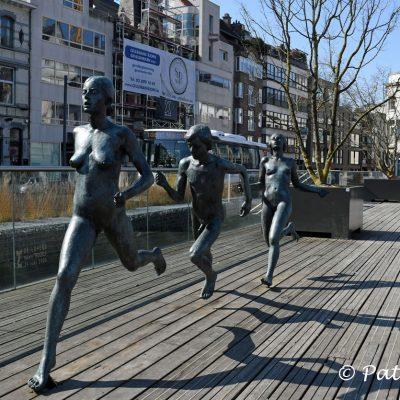 Beelden in Sint-Niklaas De Lopers - Mariette Teugels