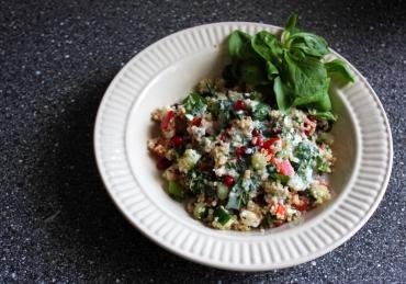 Quinoa-Qut: Quinoa salade met feta, munt en granaatappel