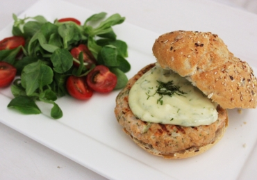Zalmburgers met knoflook-dille mayonaise