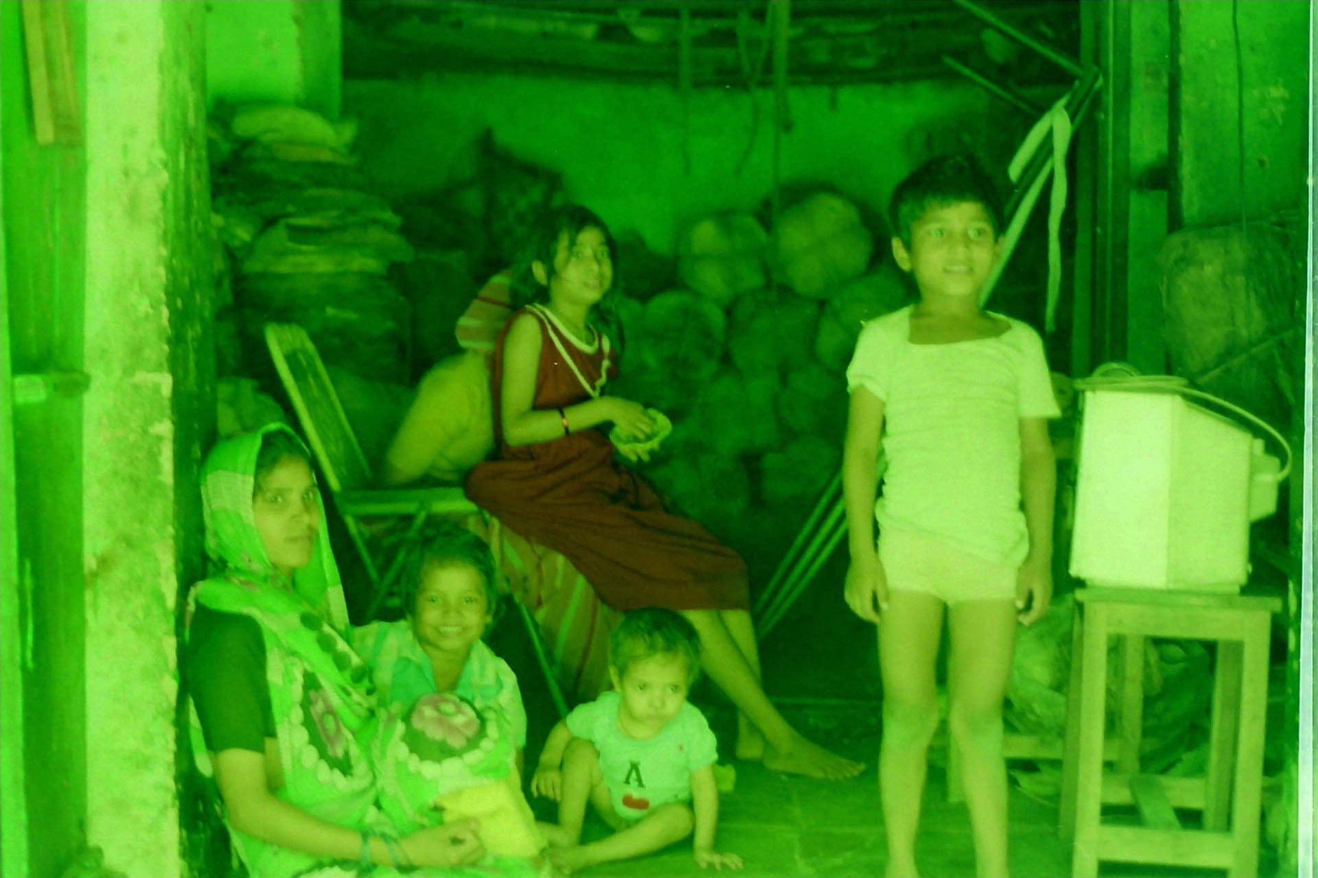 041-Famiglia in un interno,Jaipur,India 1990