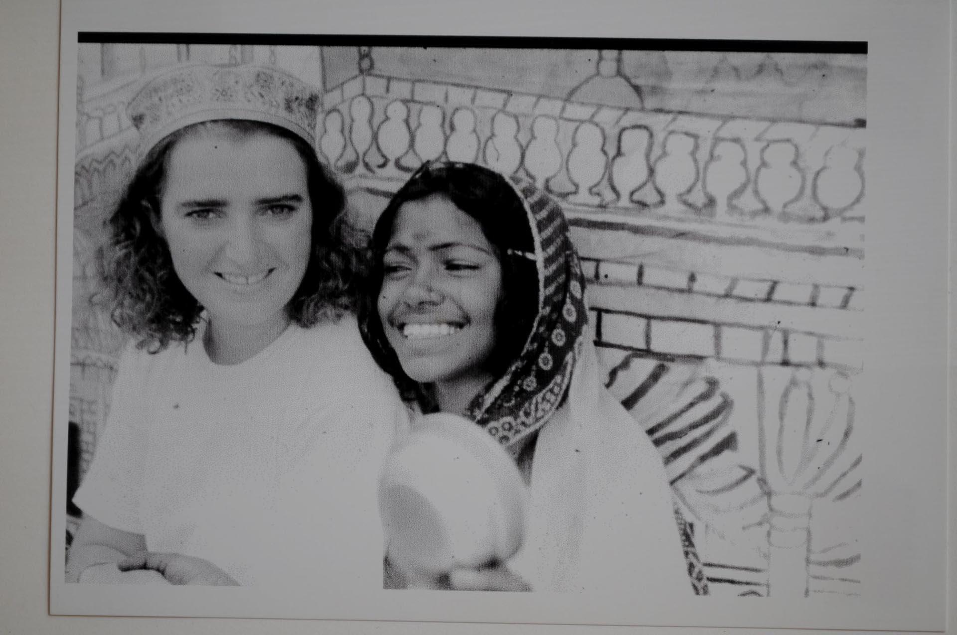 Cinzia Sacchetti con zingarella , Jaipur India 1990