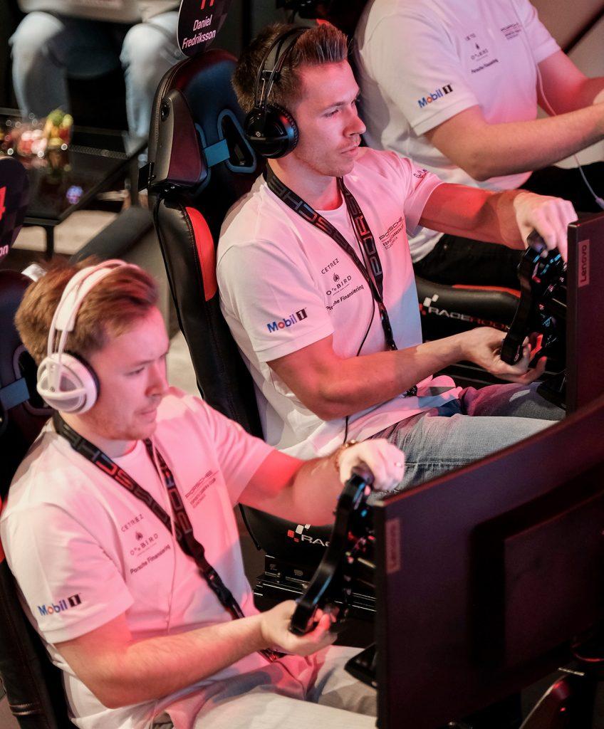 Daniel och Robin Fredriksson i full koncentration