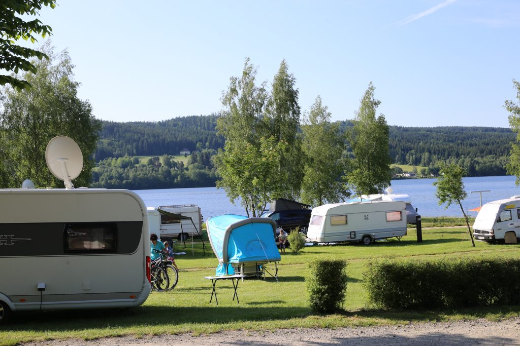 Campingplatz Modrin aufgestelltes bturtle zwischen Wohnwagen