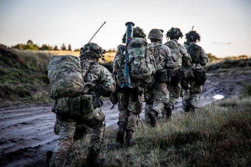 Forsvaret soldater på patrulje