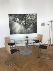 Besprechungstisch mit 4 Sesseln