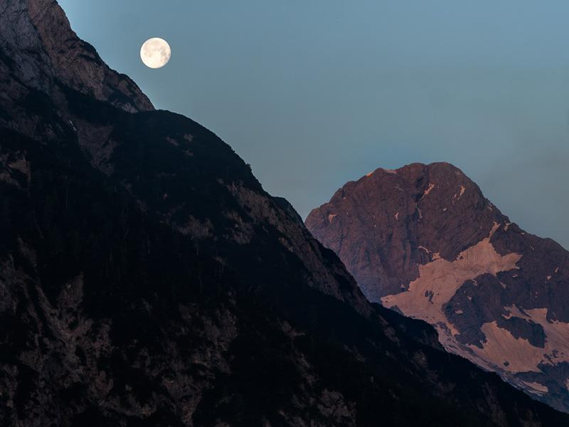 Måen över bergen, Slovenien.