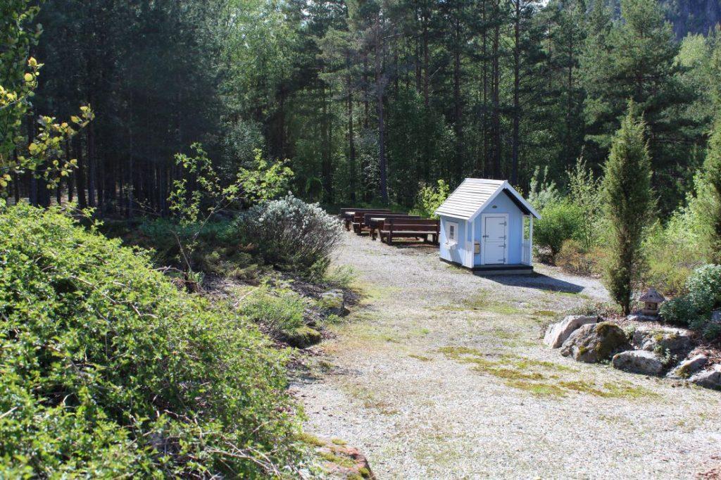 Benker for picnic i Odden Hage