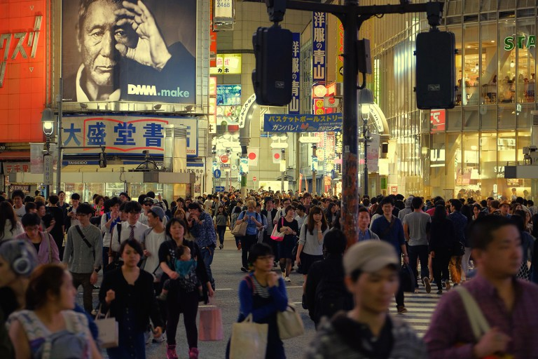 Fujifilm X-T1 + XF 16-55mm WR, @55 mm, F2.8, ISO 1000, 1/40 sec, hand-held. Shibuya, Tokyo, Japan.