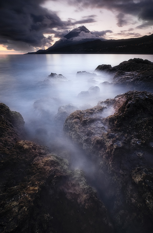Pico at dusk from Lajes, Pico island, Açores – X-T1 + XF10-24mm